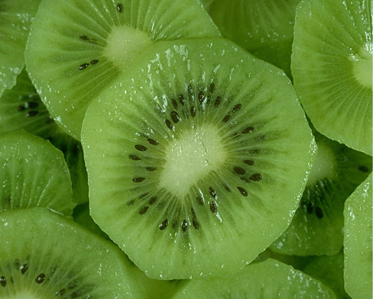 Cholesterol Lowering Foods: Photo of green kiwis
