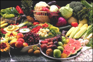 Avoiding high cholesterol symptoms: Eating lots of fruit and vegetables.