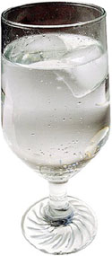 Lower cholesterol naturally by drinking lots of water: Photo of a glass of water.