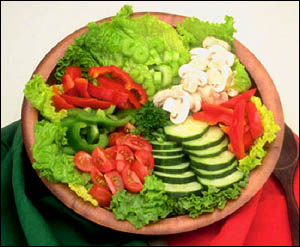 Vegetables and fruits are generally low in cholesterol: Delicious vegetable salad.